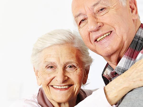 lächelndes Senioren Ehepaar