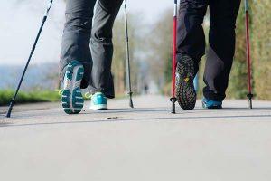Ausschnitt: Nordic Walking Schuhe & Stöcke